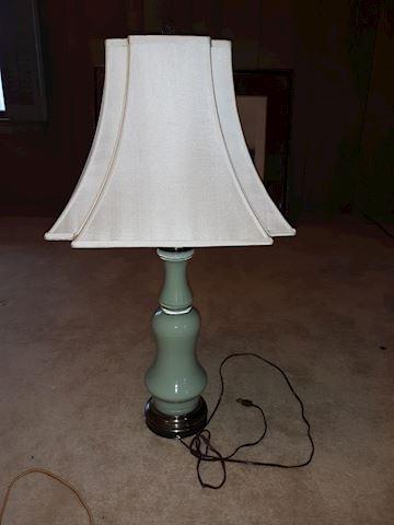 BD1  103  Green Lamp w/Square Lampshade
