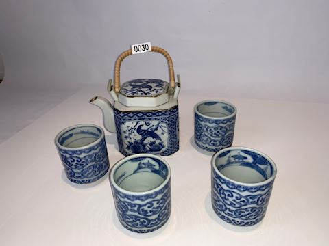 Lot 0030 Chinese Tea Pot and cups