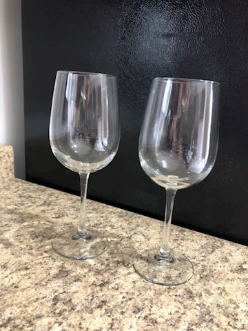 Lot of 2 large red wine glasses
