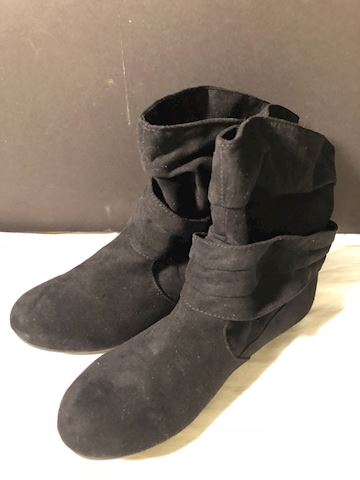 Blk suede ankle boots Bongo 9.5
