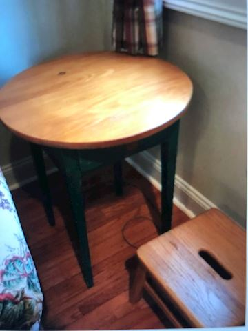 Roumd Wooden table