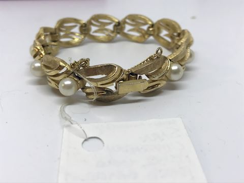 Sara Coventry pearl gold toned bracelet