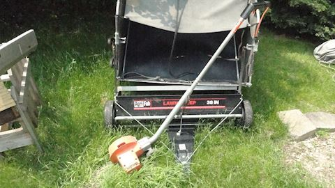 Lawn sweeper & Elec edger Lot #32