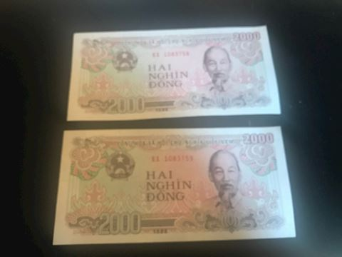 Viet Nam dong, 2000 Note (2 of them)