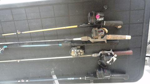 5 vintage fishing rods & reels Lot #109