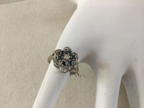 14 KT white gold sapphire diamond ring