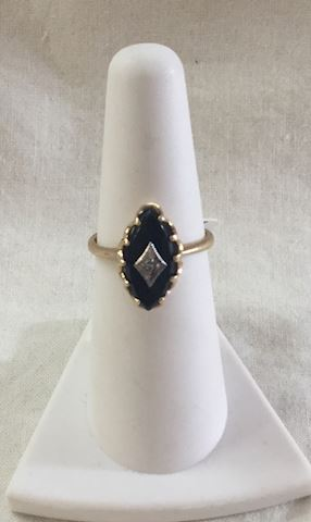 Black onyx stone vintage ring 10kt gold #88-12