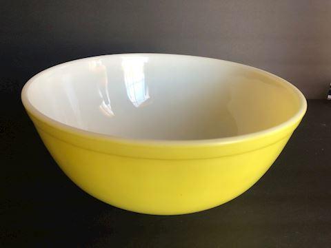 Vintage Yellow Pyrex Mixing Bowl 4 Qt.