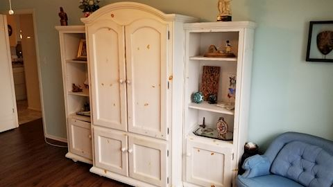 Double door cabinet with side shelves