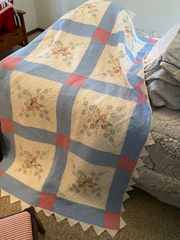 Beautiful Butterfly Quilt! Queen Size!