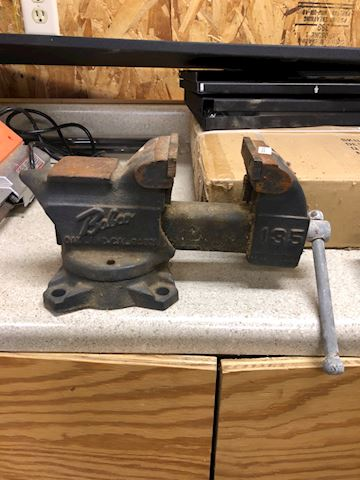 Baboo bench top vise