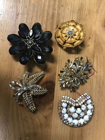 5 pc brooch lot