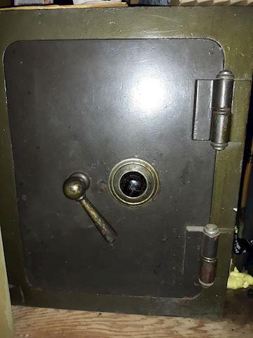 """Safe1  """"1960's Safe"""""""