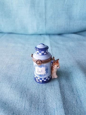 Limoges trinket box, peint main, milk can with cat