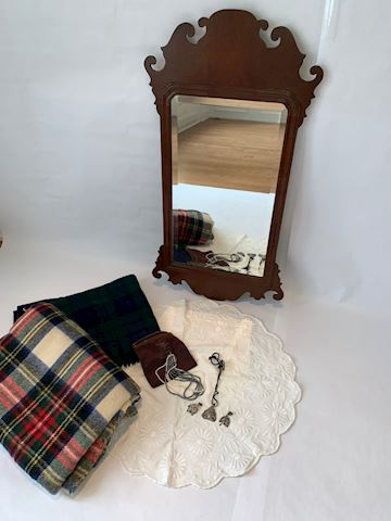 Lot 0092  Looking Glass Mirror