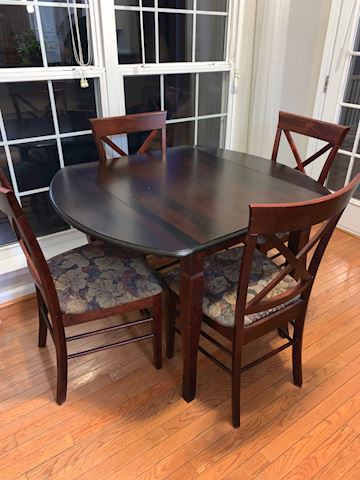 Kitchen Table,  4 Chairs, 2 Barstools