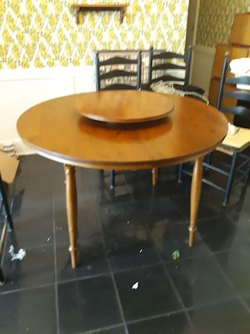 D - 177...Round / Oval Dining Table & Lazy Susan