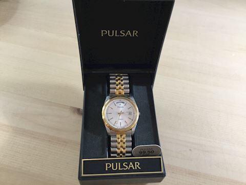 Pulsar quartz men's watch NIB