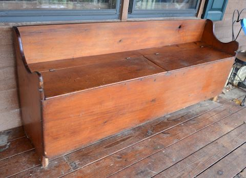 Primitive Colonial style storage bench