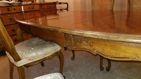 Solid dining room table