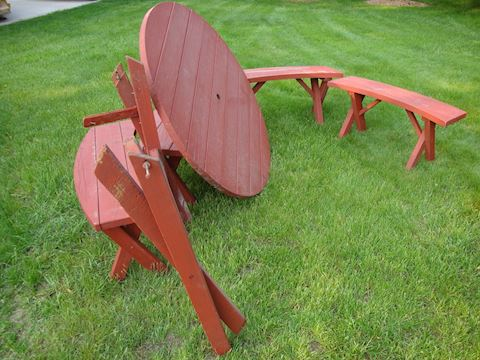 Round redwood patio table w/4 bench... Lot #34