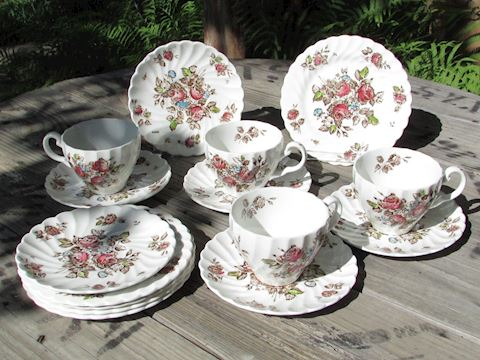 "Johnson Brothers ""Devon Sprays"" China, 15 pcs"