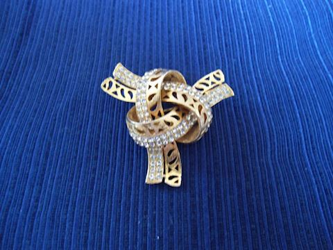 Vintage Rhinestone/Gold Knot Pin
