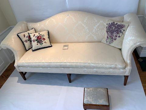 Lot 0018 Briarwood Mahogany  Spingdown sofa