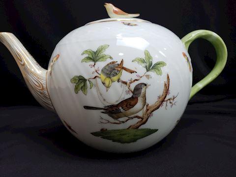 """HEREND ROTHSCHILD BIRDS 1606 TEAPOT 6"""" W/BIRD ON L"""