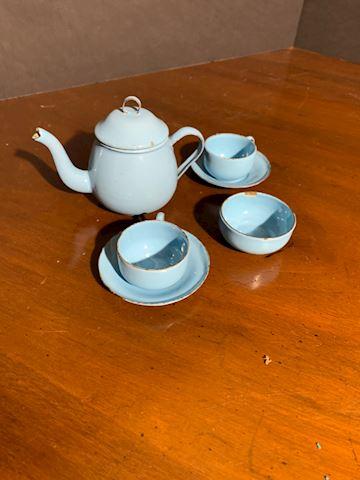 Liv.  531.  Children's Blue Enamel Tea Set