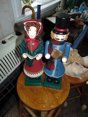 Caroler Nutcrackers