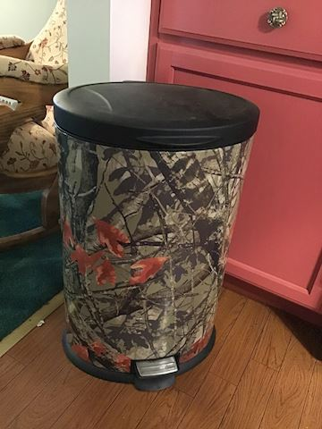Cool Real Tree Camouflage trash can