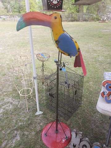Metal toucan on stand
