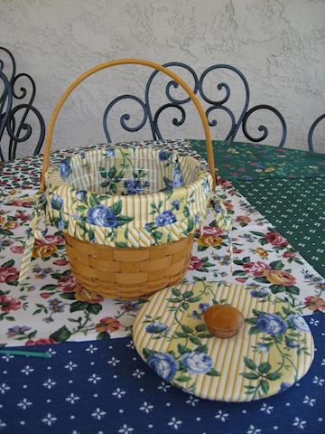 Small Round basket w/liner, protector Fabric Lid