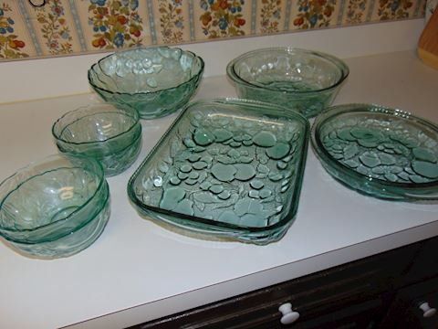 Green Glassware Set