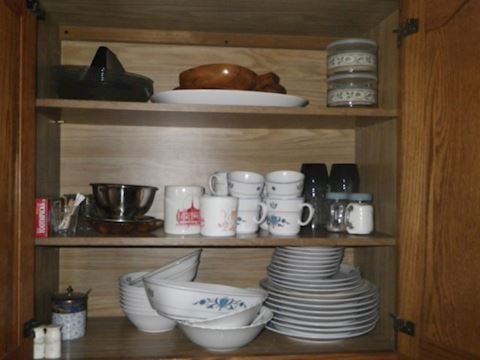 Lot #5 - Contents of Kitchen Cabinet