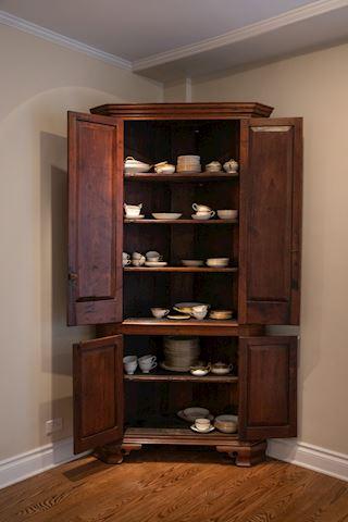 Lot 0025 Corner cabinet with Fine porcelain china