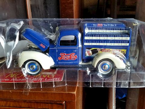 diecast scale model Pepsi delivery truck