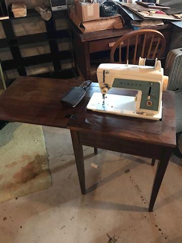 Vintage Sewing cabinet singer sewing machine