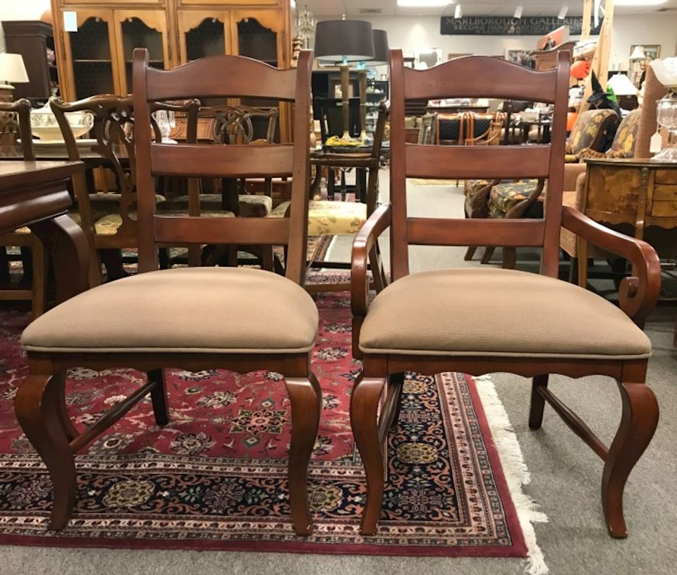 Hooker Dining Room Suite With 6 Chairs