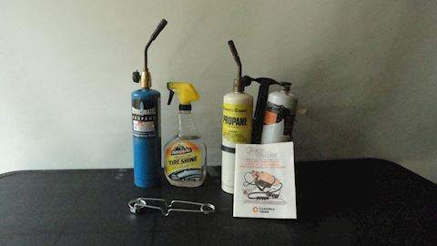 3 propane cylinders 2 tips 1 igniter Lot #75
