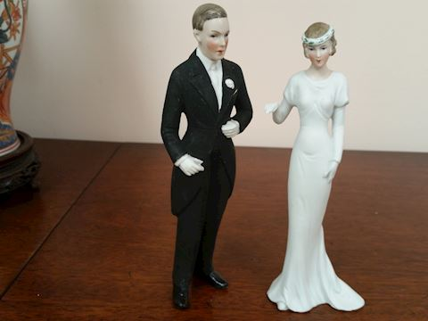 VINTAGE PORCELAIN BRIDE & GROOM WEDDING TOPPERS