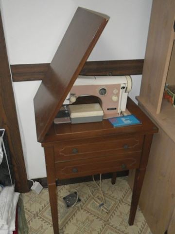 Nicchi Sewing Machine and Cabinet