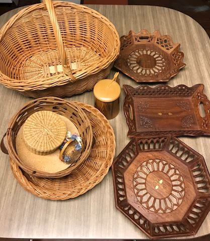 Basket and wooden decor lot