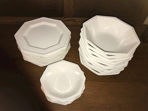 23 Pieces Heritage Johnson Bros. Dishes