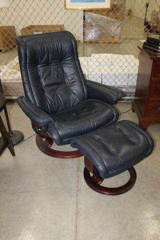 Ekornes Stressless Leather Recliner w Ottoman