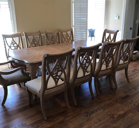 Dining Room Table and 10 Chairs Plus 1 Leaf
