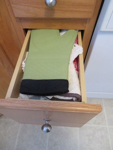 Kitchen Linen & Hot Pads/Storage Containers
