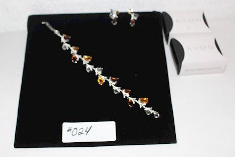 #024 New Lot 2 Spice Market Earrings Bracelet Avon
