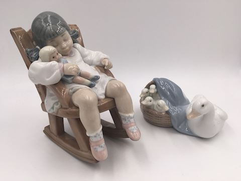 Lot of 2 Lladro Figurines  Nap Time & Ducklings